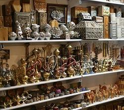 не покупайте сувениры в сувенирных лавках для туристов