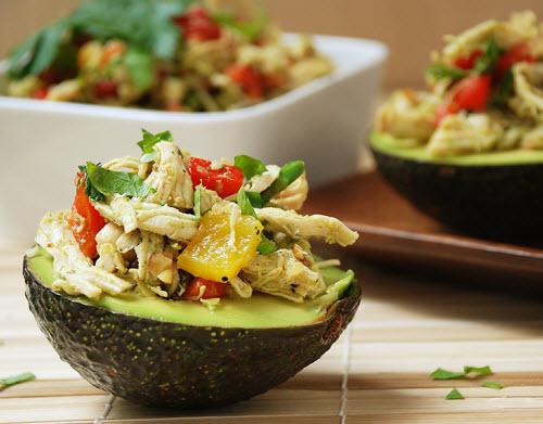 Индейка или курица с беконом в авокадо