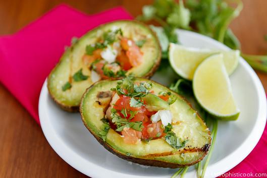 Пико де галло в авокадо
