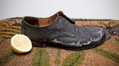 Как убрать соль с обуви?