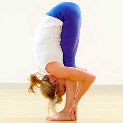 Поза йоги Уттанасана для знака зодиака Рак
