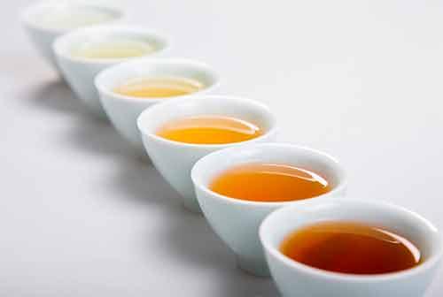 чашки с разным чаем