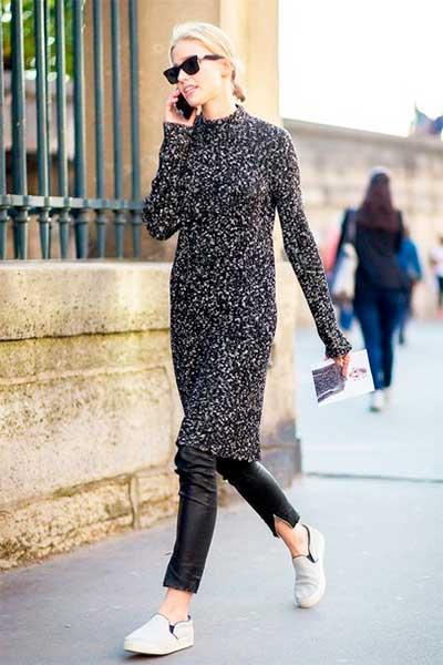 Кожаные брюки в сочетании с платьем-кофтой
