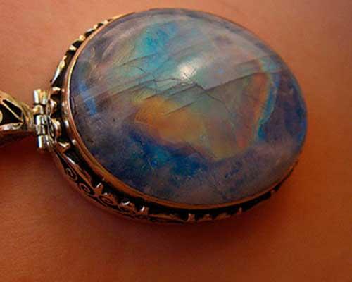 Лунный камень - магические свойства, кому подходит минерал