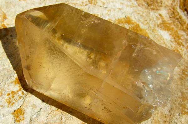 Магические свойства цитрина, кому подходит камень по знаку Зодиака и другим особенностям характера