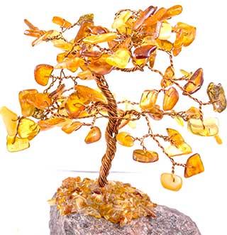 Магические свойства камня янтаря, кому он подходит и как использовать