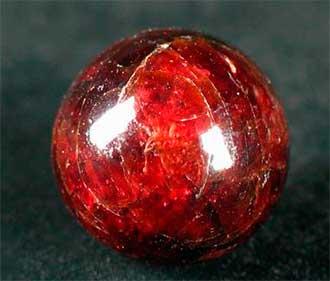 Кому из знаков Зодиак подходит камень гранат, каковы его магические свойства