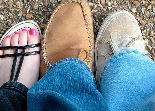 ноги девушки и мужчин