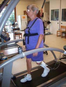 Пожилые полные люди рискуют стать инвалидами из-за слабости ног