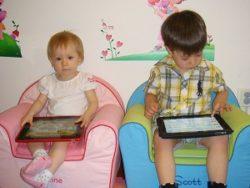 Почему iPad не следует давать маленьким детям?
