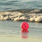 смайлик на берегу моря