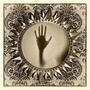 рука из потустороннего мира