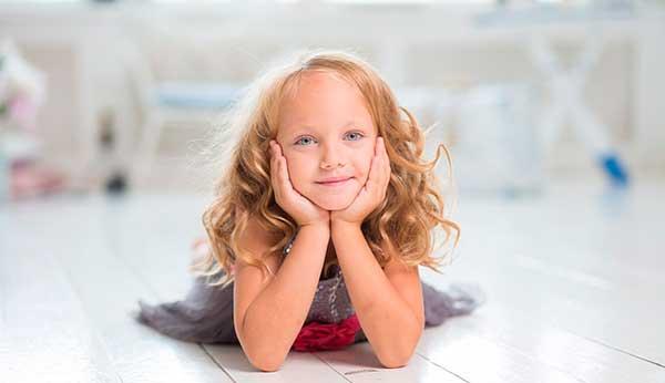 девочка с золотыми волосами