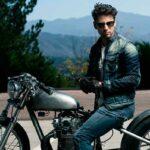 мужчина на мотоцикле