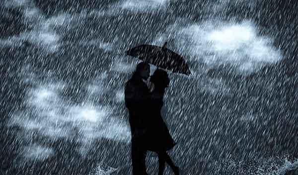 мужчина и женщина под дождем