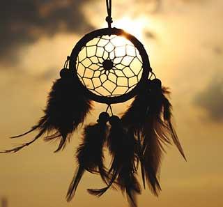 ловец снов на фоне солнца