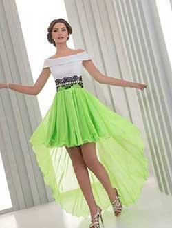 девушка в пышной зеленой юбке
