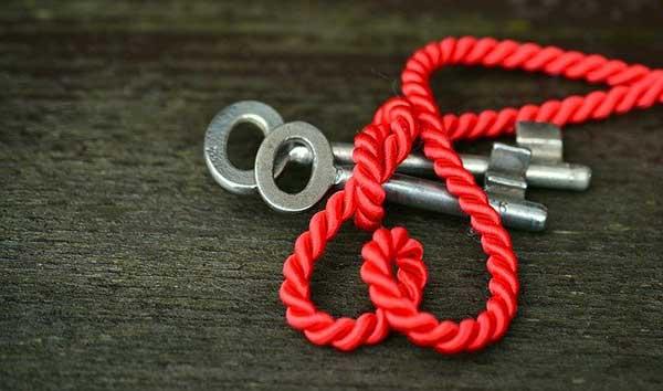 ключ и красная нитка