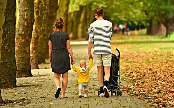 семья н прогулке
