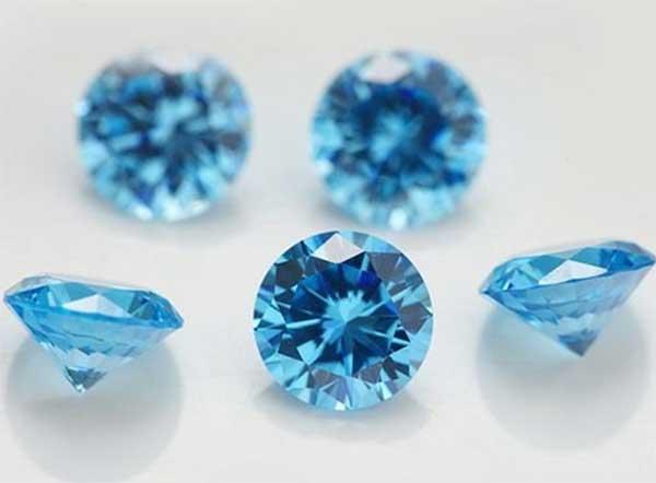 прозрачные голубые камушки