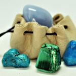 мешочек с камнями для изготовления талисманов на 2021 год